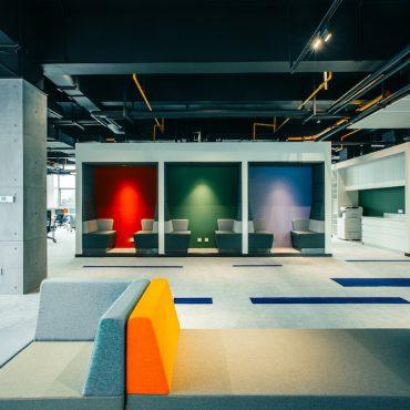 Plastic-Omnium-VOXFLOR-Carpet-Tiles-01